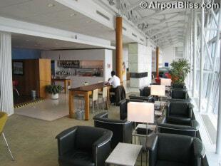 YUL air canada maple leaf lounge yul transborder 2115
