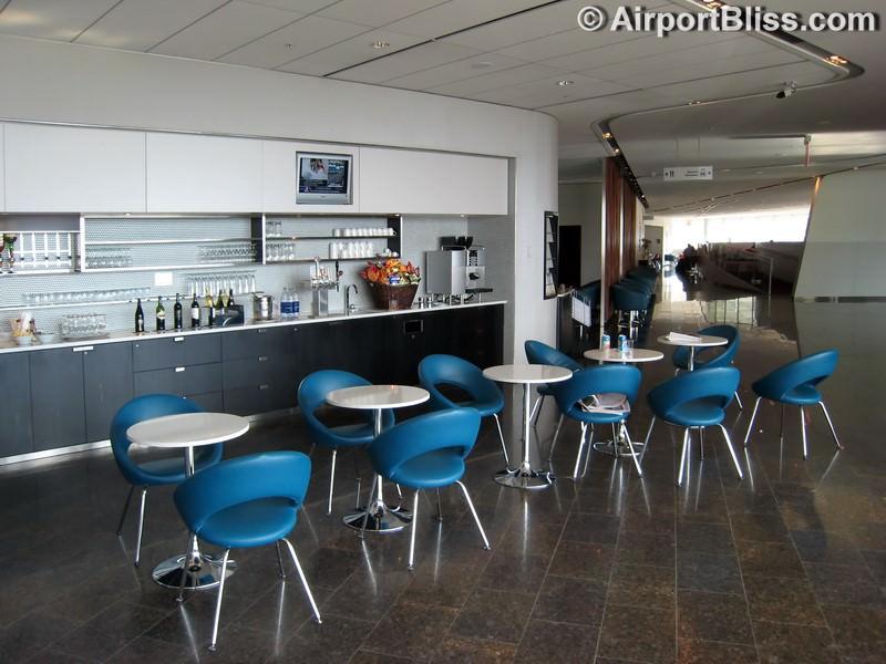 YYZ air canada maple leaf lounge yyz transborder 6209