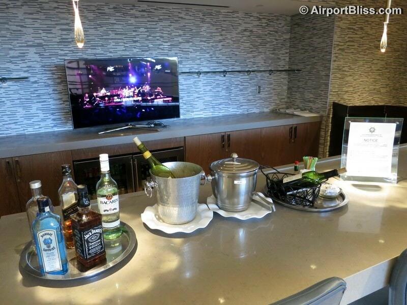 LAX korean air kal business class lounge lax 6973