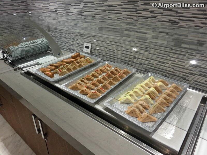 LAX korean air kal business class lounge lax 6998