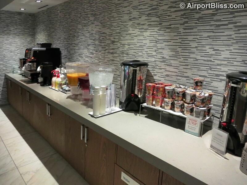 LAX korean air kal business class lounge lax 7043