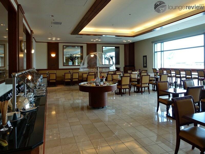 SFO the emirates lounge sfo 01930