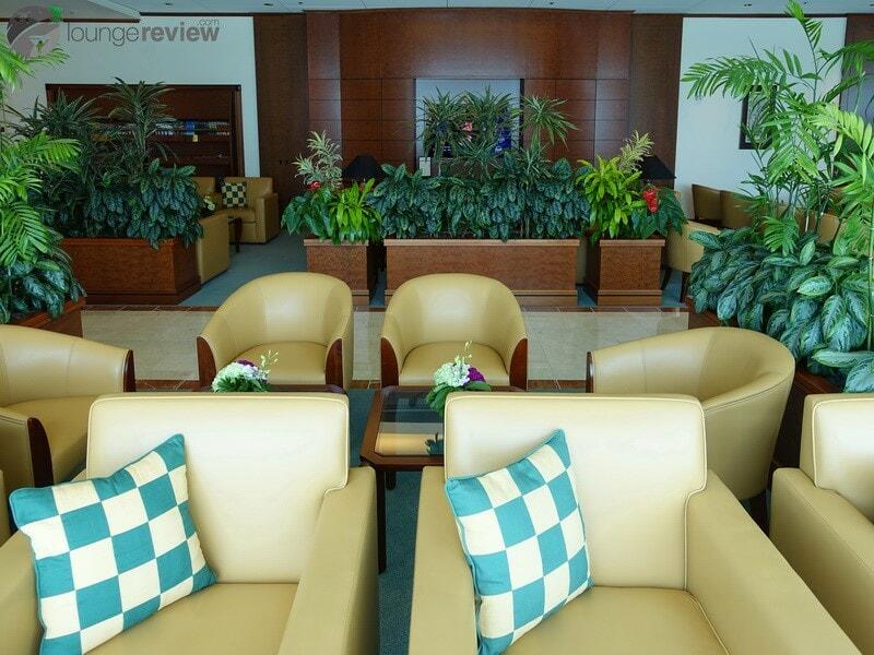 SFO the emirates lounge sfo 01943