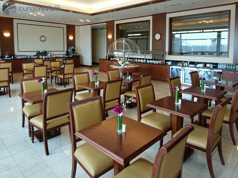 SFO the emirates lounge sfo 01968