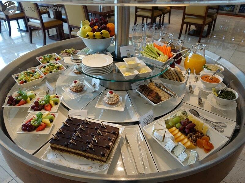 SFO the emirates lounge sfo 01982