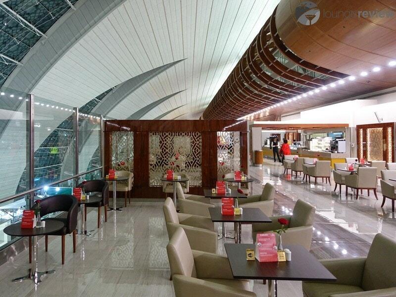 DXB emirates business class lounge dxb t3b 04685