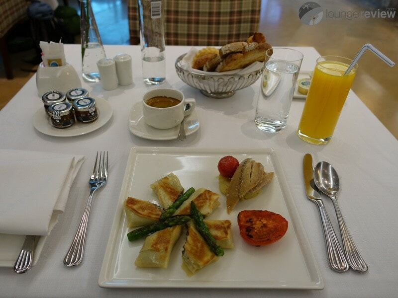 DXB emirates first class lounge dxb t3a 04801