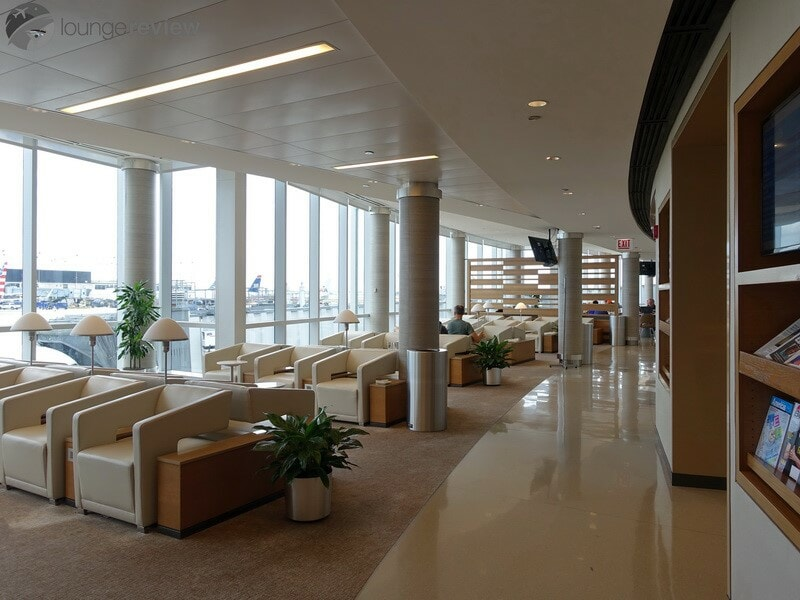 lounge review: american airlines admirals club - ord g8