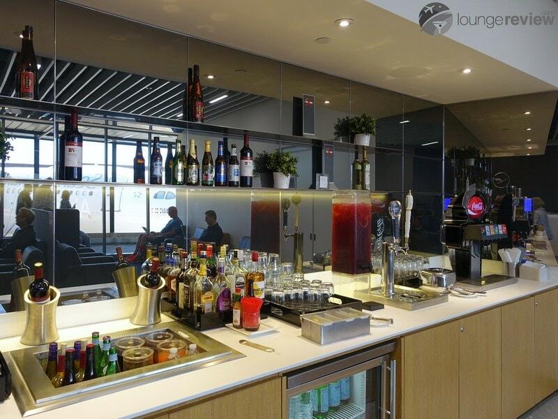 EWR lufthansa business lounge ewr 08264