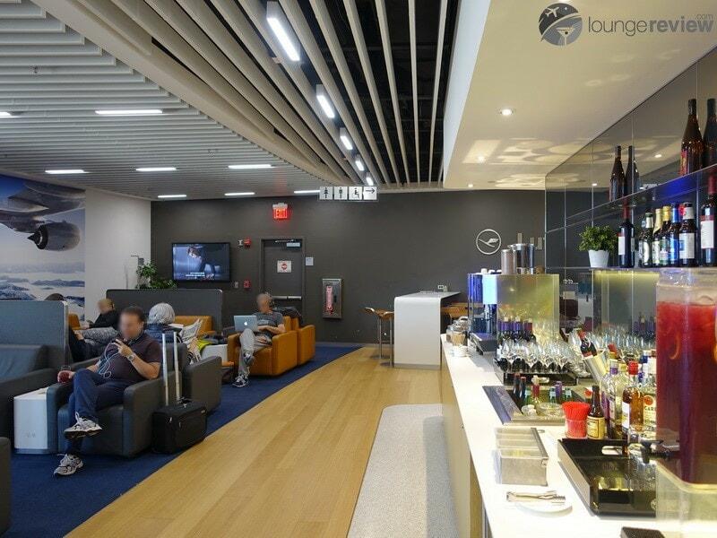 EWR lufthansa business lounge ewr 08271