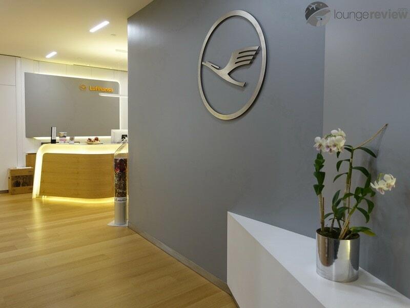 EWR lufthansa business lounge ewr 08287