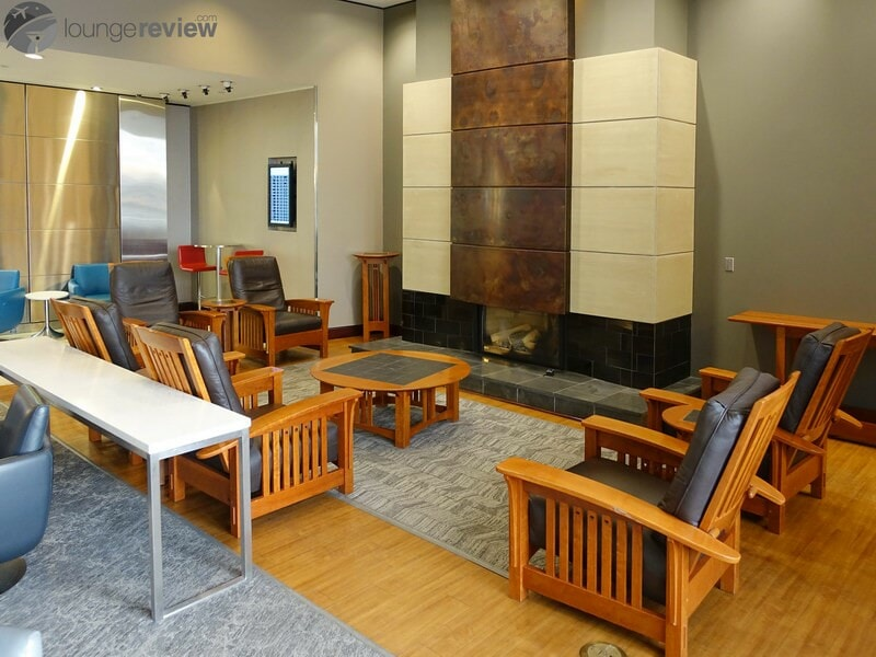 YYC air canada maple leaf lounge 09124