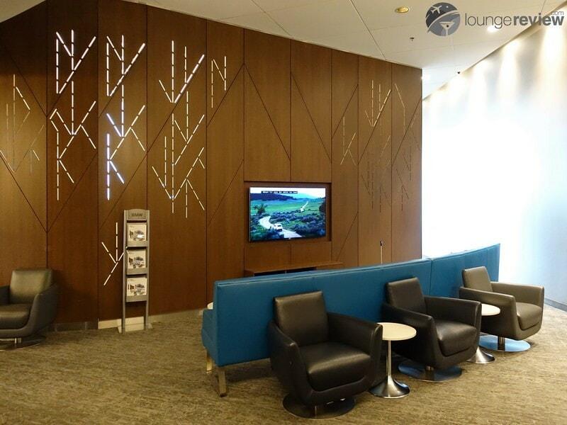 YYC air canada maple leaf lounge 09139