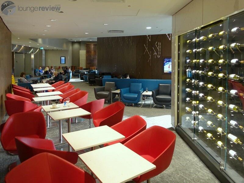 YYC air canada maple leaf lounge 09224