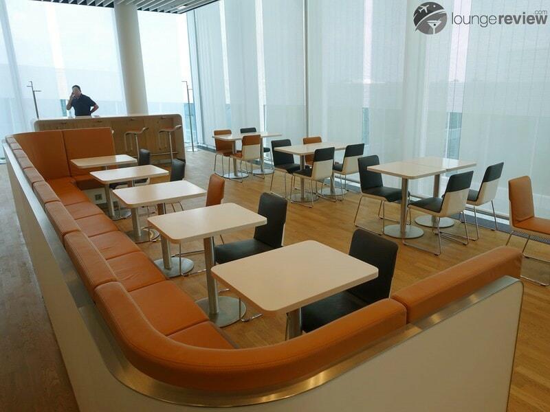 MUC lufthansa business lounge muc terminal 2 satellite schengen 06618