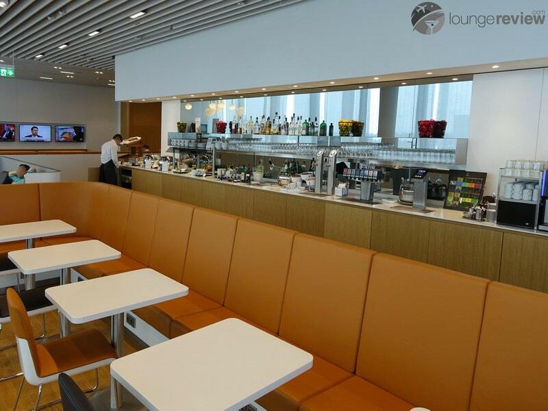 MUC lufthansa business lounge muc terminal 2 satellite schengen 06621