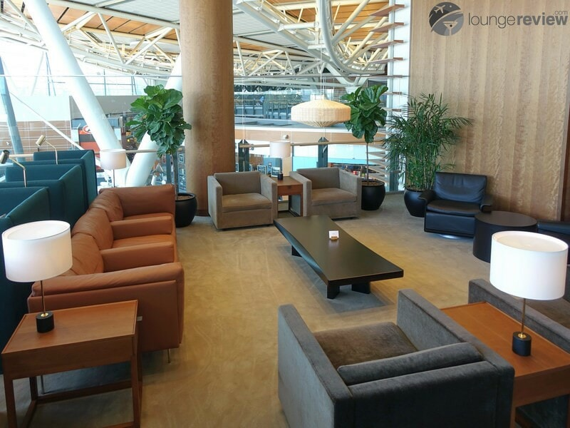 YVR cathay pacific first and business class lounge yvr 05396