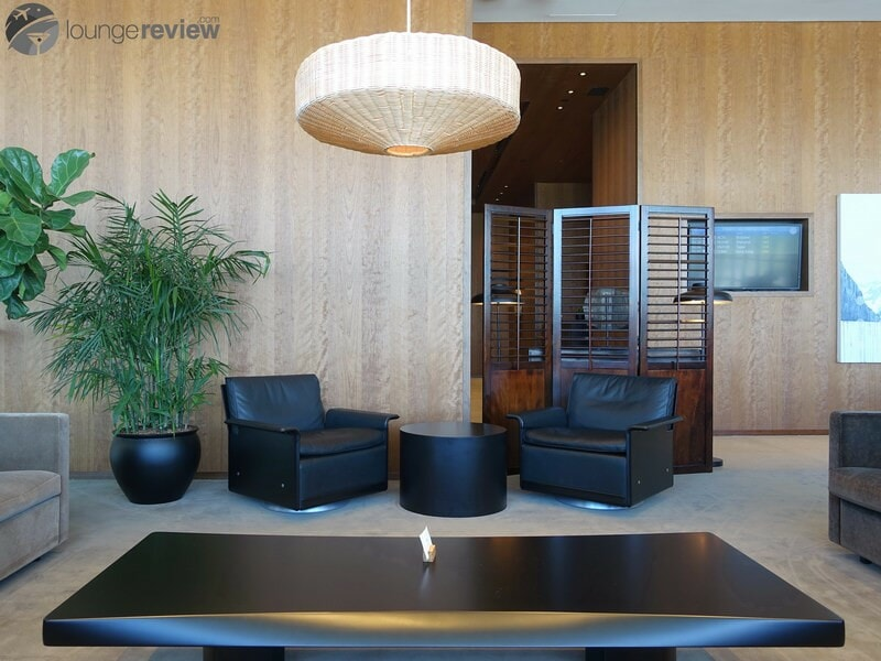 YVR cathay pacific first and business class lounge yvr 05405