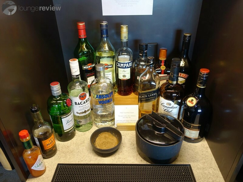 YVR cathay pacific first and business class lounge yvr 05441