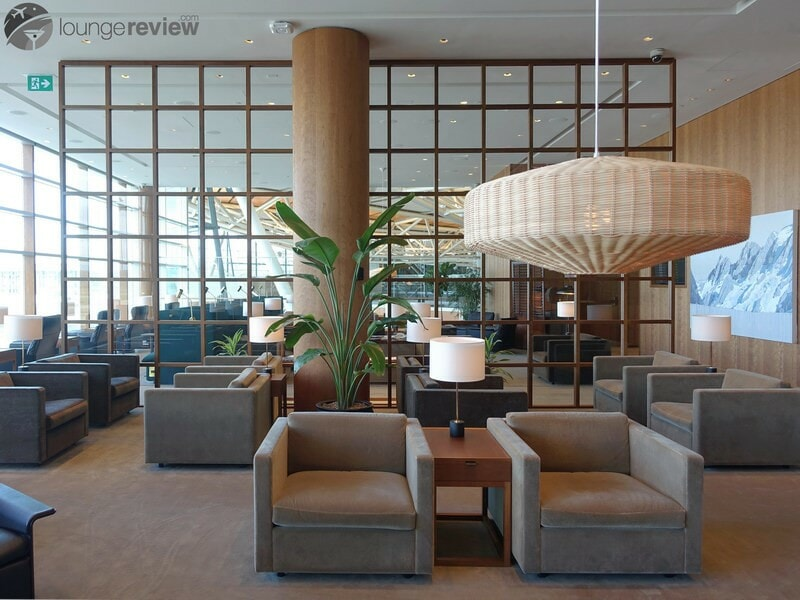 YVR cathay pacific first and business class lounge yvr 05578
