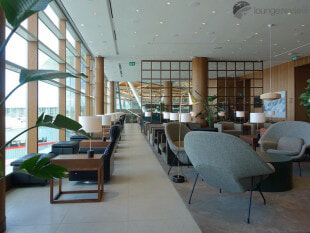 YVR cathay pacific first and business class lounge yvr 05648