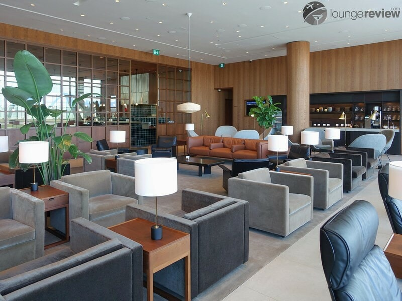 YVR cathay pacific first and business class lounge yvr 05708