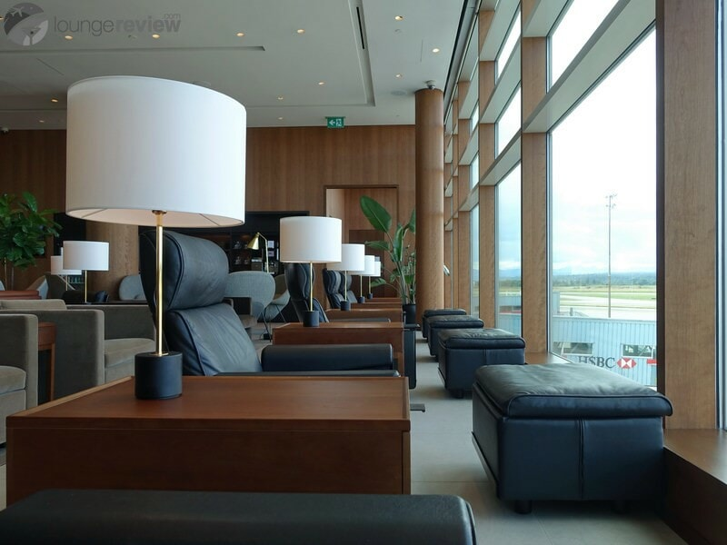 YVR cathay pacific first and business class lounge yvr 05723