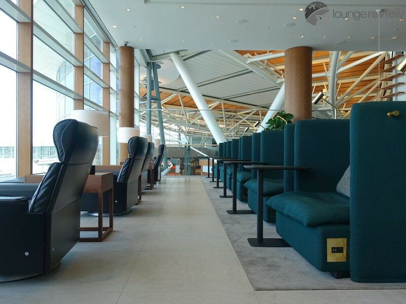YVR cathay pacific first and business class lounge yvr 05730