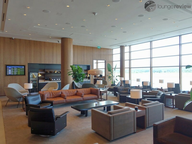 YVR cathay pacific first and business class lounge yvr 05768