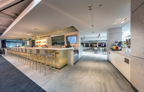 United Club - Chicago O'Hare (ORD) by gate B6 | © United