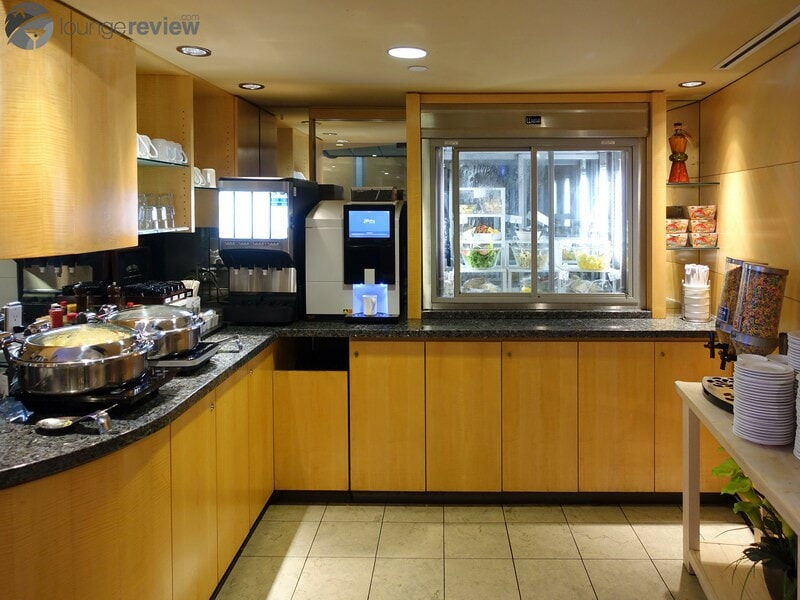 YVR plaza premium lounge yvr transborder 08970