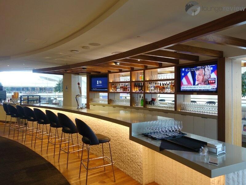 LAX star alliance business class lounge lax 08676