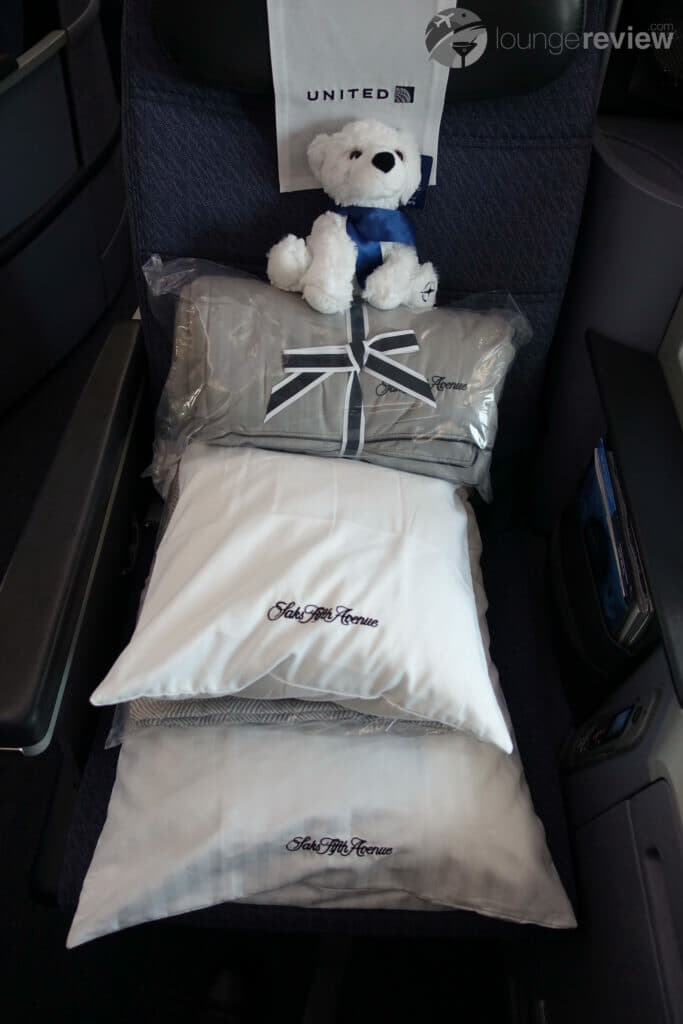 United Polaris blankets and pillows