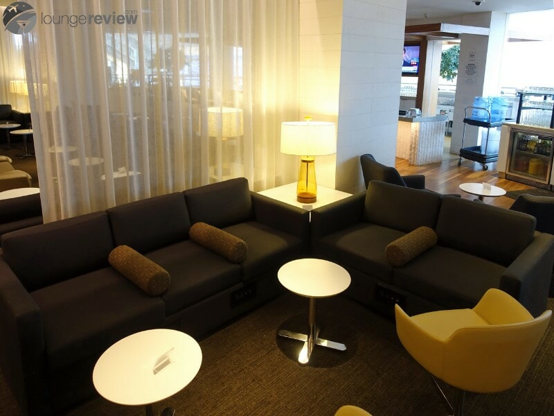 LAX star alliance business class lounge lax 08826
