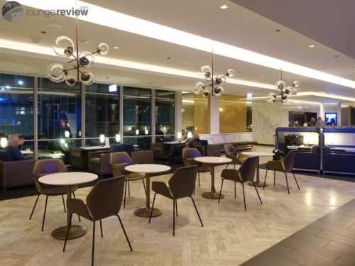 The original restaurant setup at the United Polaris Lounge Chicago lacked privacy.