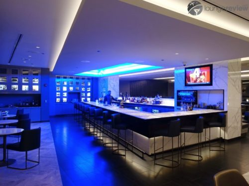 United Polaris Lounge bar - Chicago O'Hare (ORD)