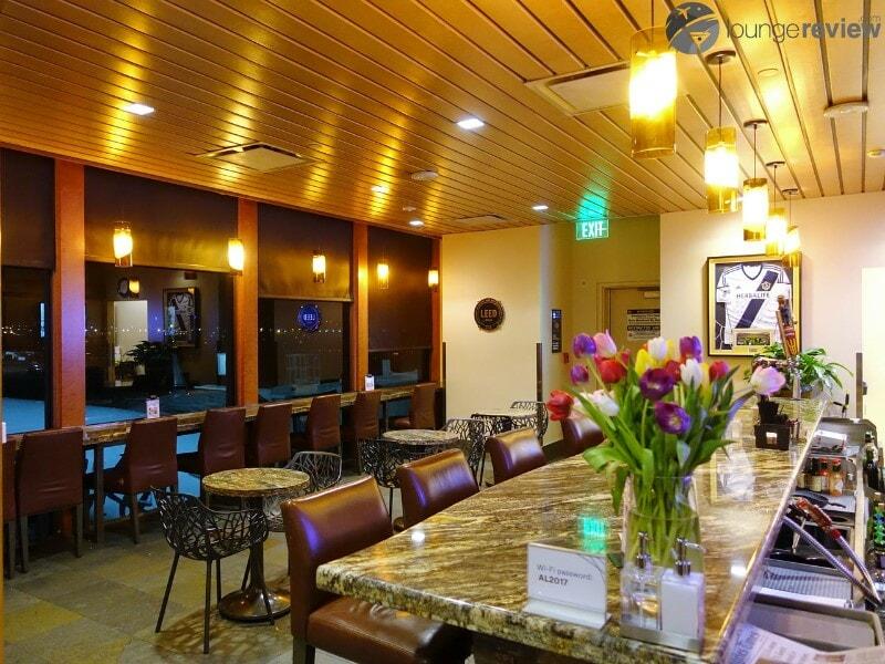 LAX alaska lounge lax 04544