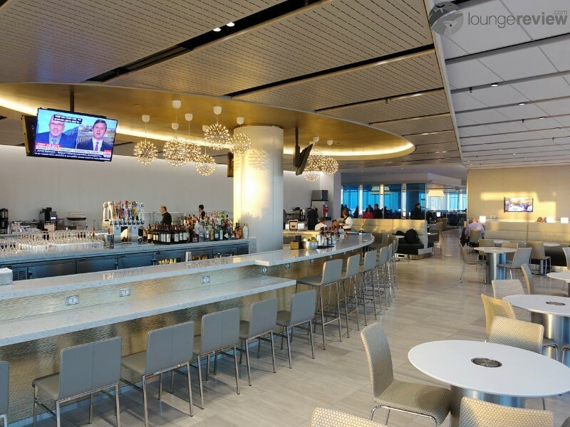 LAX united club lax 03674