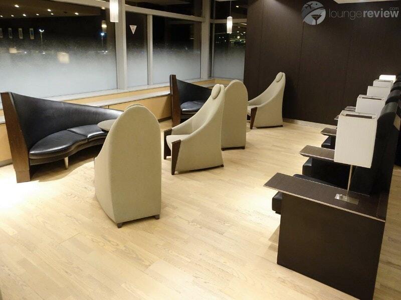 HND ana lounge hnd domestic gate 60 north 05556