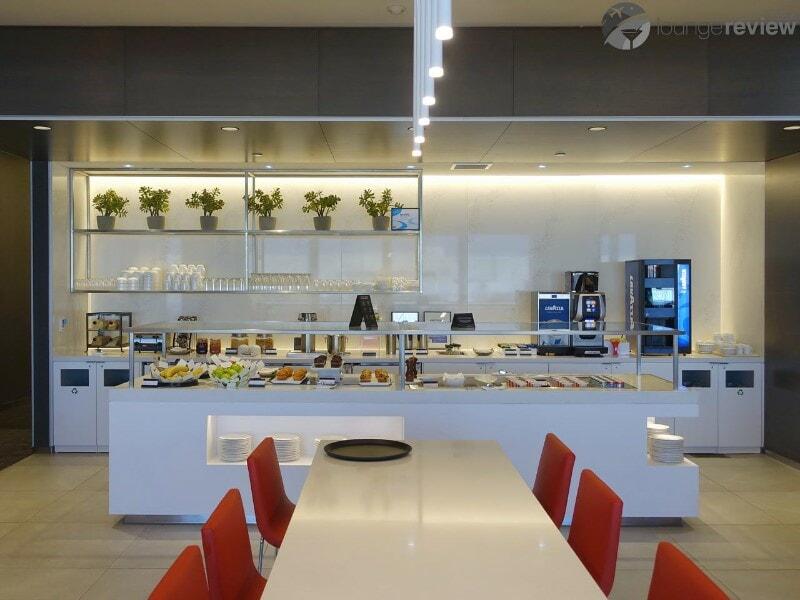 LAX air canada maple leaf lounge lax terminal 6 08693
