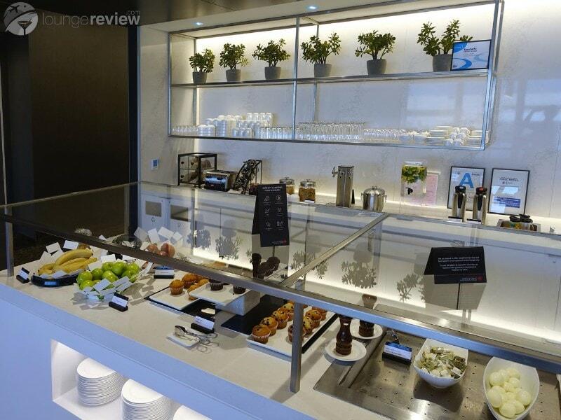 LAX air canada maple leaf lounge lax terminal 6 08713