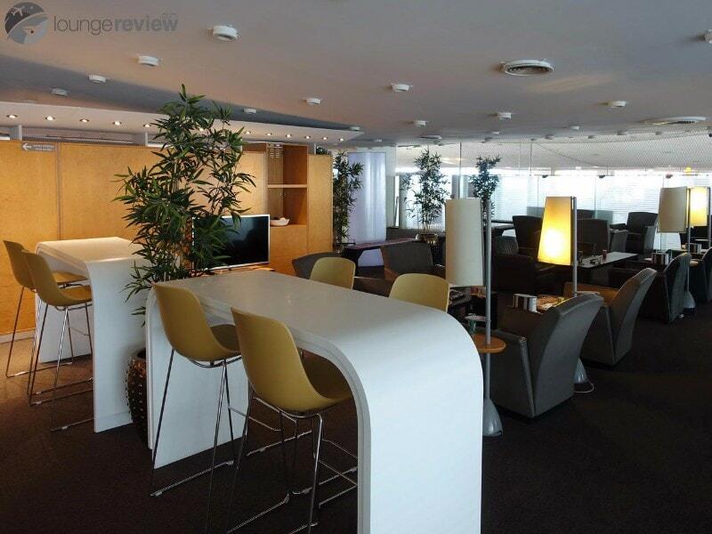 CDG sheltair lounge cdg 03437