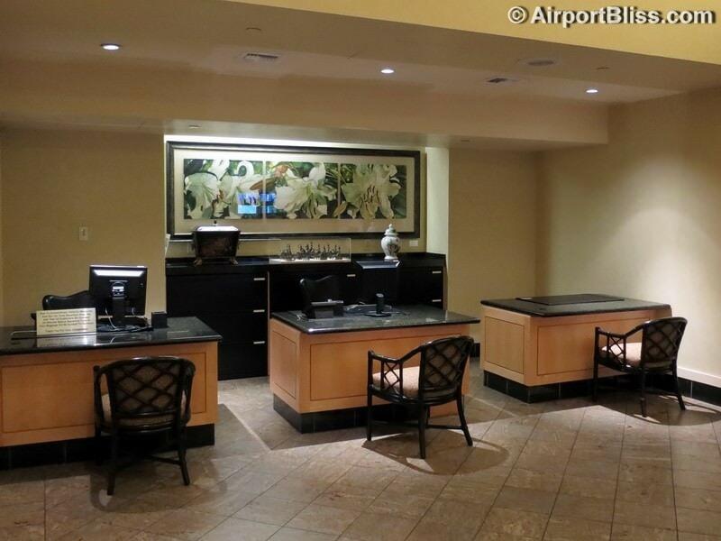 SFO united temporary business class lounge sfo 2701