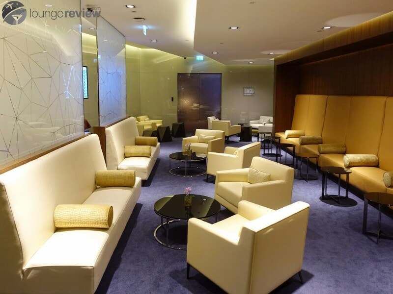 AUH etihad first class lounge and spa 07105