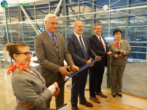 Ribbon cutting at the SkyTeam Vancouver Lounge