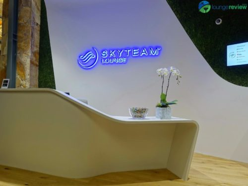 SkyTeam Vancouver Lounge lobby desk