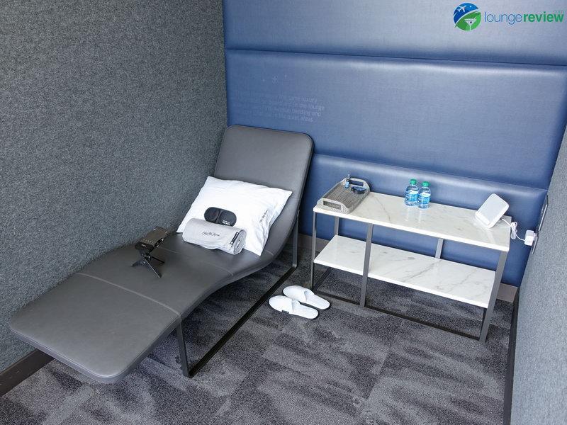 United Polaris Lounge San Francisco napping rooms