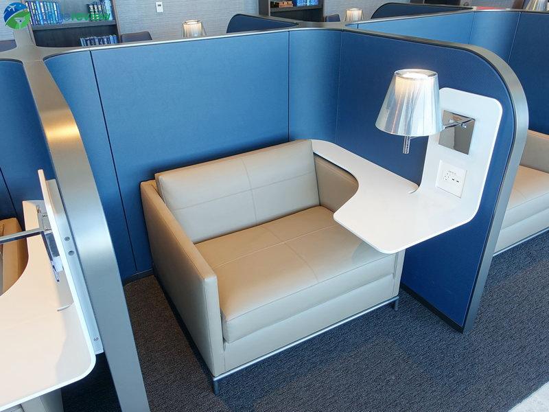 United Polaris Lounge San Francisco productivity pod