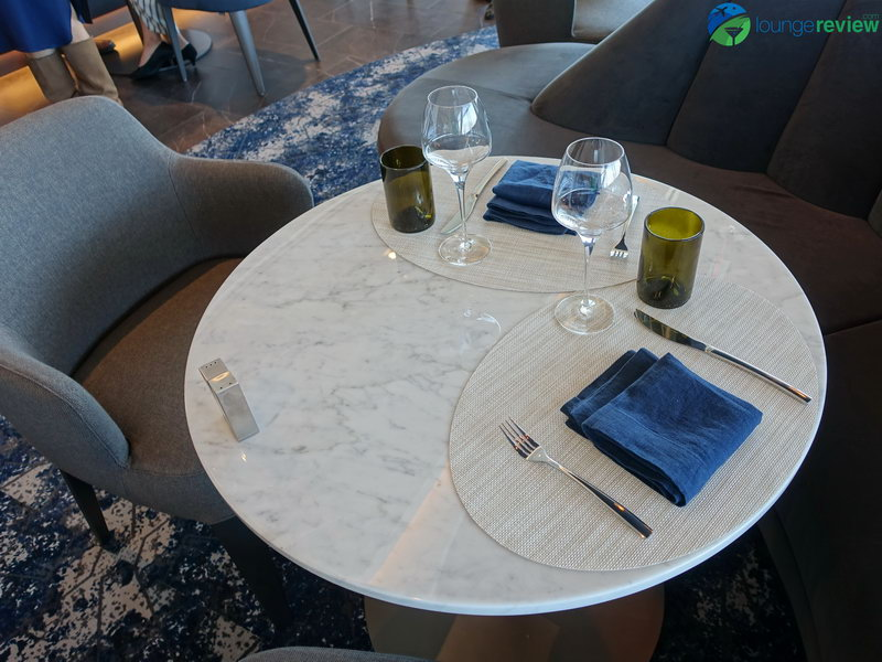 United Polaris Lounge San Francisco restaurant dining room