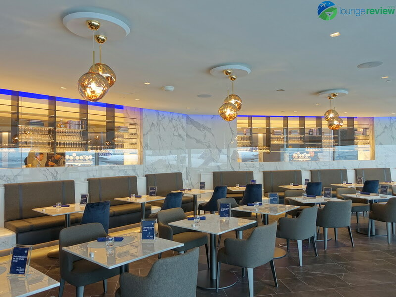 United Polaris Lounge Newark full-service restaurant